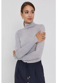 Patrizia Pepe - Sweter wełniany. Typ kołnierza: golf. Kolor: szary. Materiał: wełna. Długość rękawa: długi rękaw. Długość: długie