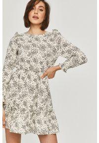 Answear Lab - Sukienka. Kolor: biały. Materiał: tkanina. Długość rękawa: długi rękaw. Typ sukienki: rozkloszowane. Styl: wakacyjny