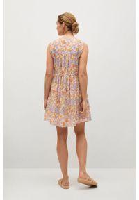 mango - Mango - Sukienka MINA. Kolor: różowy. Materiał: włókno, materiał. Długość rękawa: na ramiączkach. Typ sukienki: rozkloszowane