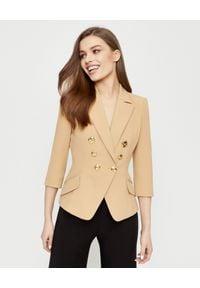 Elisabetta Franchi - ELISABETTA FRANCHI - Kamelowa marynarka ze złotymi guzikami. Kolor: beżowy. Styl: elegancki, glamour