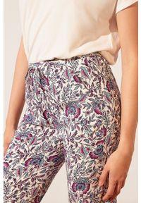 Etam - Spodnie piżamowe Bahri. Kolor: niebieski