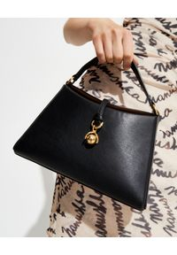 NANUSHKA - Czarna torebka Noya. Kolor: czarny. Rodzaj torebki: na ramię