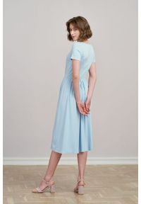 Marie Zélie - Sukienka Emelina błękitna mikromodal krótki rękaw. Kolor: niebieski. Materiał: wiskoza, dzianina, elastan, włókno, skóra, guma. Długość rękawa: krótki rękaw. Styl: klasyczny. Długość: midi