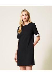 TwinSet - Czarna sukienka z perłowymi frędzlami Twinset. Kolor: czarny. Materiał: wiskoza, poliester. Typ sukienki: proste. Styl: glamour. Długość: mini