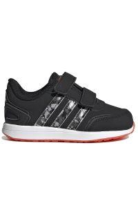 Adidas - adidas VS Switch > FY9228. Zapięcie: rzepy. Materiał: nubuk, guma, syntetyk. Szerokość cholewki: normalna. Wzór: aplikacja