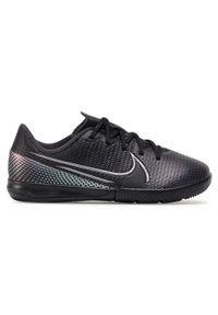 Nike - Buty NIKE - Vapor 13 Academy Ic AT8137- 10 Black/Black. Okazja: na co dzień. Kolor: czarny. Materiał: skóra ekologiczna, materiał. Szerokość cholewki: normalna. Styl: casual