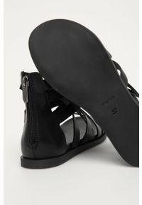 Czarne sandały Wojas na niskim obcasie, gładkie