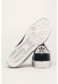 Niebieskie sneakersy adidas Originals na sznurówki, z okrągłym noskiem