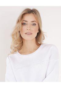 SUSAN SWIMWEAR - Biała bawełniana bluza. Okazja: na plażę. Kolor: biały. Materiał: bawełna. Długość rękawa: długi rękaw. Długość: długie. Wzór: haft. Sezon: lato. Styl: sportowy
