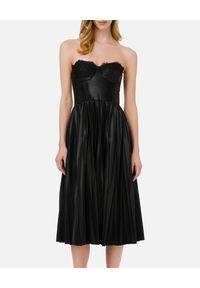 Elisabetta Franchi - ELISABETTA FRANCHI - Czarna sukienka z plisowaniem. Typ kołnierza: dekolt gorset. Kolor: czarny. Materiał: koronka. Wzór: koronka, aplikacja. Typ sukienki: gorsetowe. Styl: glamour. Długość: midi