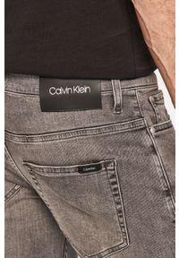 Calvin Klein - Jeansy. Kolor: szary