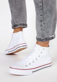 Born2be - Białe Trampki Aqiafa. Nosek buta: okrągły. Kolor: biały. Materiał: materiał, guma. Szerokość cholewki: normalna. Wzór: gładki. Obcas: na płaskiej podeszwie