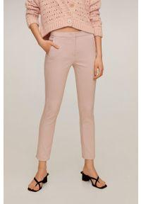 Różowe spodnie materiałowe mango