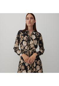 Reserved - Wzorzysta sukienka z wiskozy - Beżowy. Kolor: beżowy. Materiał: wiskoza