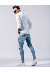GUNS & TUXEDOS - Jasnoniebieska koszula Rico. Typ kołnierza: kołnierzyk klasyczny. Kolor: niebieski. Materiał: jeans, bawełna. Wzór: aplikacja. Styl: wakacyjny, klasyczny
