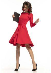 Tessita - Czerwona Dzianinowa Rozkloszowana Sukienka z Paskiem. Kolor: czerwony. Materiał: dzianina
