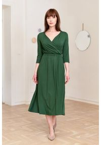 Marie Zélie - Sukienka Rita zielona. Typ kołnierza: dekolt kopertowy. Kolor: zielony. Materiał: wiskoza, dzianina, materiał, elastan, tkanina. Długość rękawa: krótki rękaw. Sezon: jesień. Typ sukienki: proste, kopertowe
