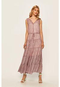 Różowa sukienka DKNY rozkloszowana, casualowa, maxi