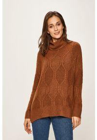 Brązowy sweter only z golfem
