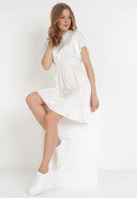 Born2be - Biała Sukienka Daphniphe. Typ kołnierza: dekolt gorset. Kolor: biały. Wzór: aplikacja. Sezon: lato, wiosna. Typ sukienki: gorsetowe. Długość: mini