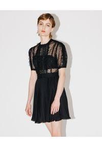 SELF PORTRAIT - Koronkowa sukienka z cekinami. Kolor: czarny. Materiał: koronka. Typ sukienki: rozkloszowane, plisowane. Styl: klasyczny. Długość: mini