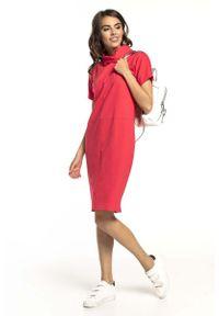 Tessita - Koralowa Prosta Sukienka Dzianinowa z Luźnym Golfem. Typ kołnierza: golf. Kolor: pomarańczowy. Materiał: dzianina. Typ sukienki: proste