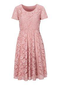 Różowa sukienka Cellbes z okrągłym kołnierzem, z krótkim rękawem, elegancka