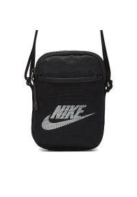 Czarna torba sportowa Nike z aplikacjami