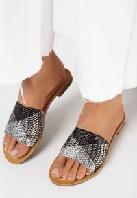 Born2be - Srebrne Klapki Brizyla. Okazja: na plażę. Nosek buta: okrągły. Kolor: srebrny. Materiał: skóra ekologiczna. Obcas: na obcasie. Styl: elegancki