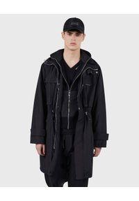 Les Hommes - LES HOMMES - Czarny płaszcz z ściągaczem w talii. Kolor: czarny