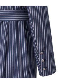 CATERINA - Granatowa sukienka marynarkowa w prążki. Kolor: niebieski. Materiał: wiskoza, materiał. Długość rękawa: długi rękaw. Długość: długie. Wzór: prążki. Styl: klasyczny, elegancki