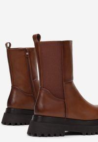 Born2be - Jasnobrązowe Botki Oararien. Nosek buta: okrągły. Zapięcie: zamek. Kolor: brązowy. Materiał: materiał. Szerokość cholewki: normalna