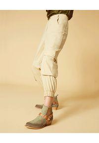 Manila Grace - MANILA GRACE - Beżowe spodnie cargo z bawełny. Stan: podwyższony. Kolor: beżowy. Materiał: bawełna
