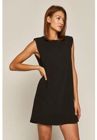 medicine - Medicine - Sukienka Glitch. Okazja: na co dzień. Kolor: czarny. Materiał: tkanina. Wzór: gładki. Typ sukienki: proste. Styl: casual