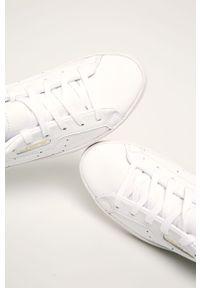 Białe buty sportowe adidas Originals na sznurówki, z cholewką, na średnim obcasie