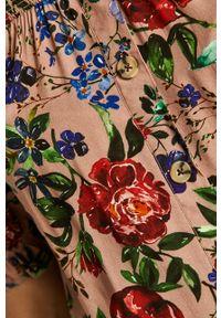 Różowa bluzka medicine z dekoltem typu hiszpanka, krótka