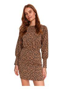 TOP SECRET - Dzianinowa sukienka mini ze zwierzęcym printem. Kolor: beżowy. Materiał: dzianina. Wzór: motyw zwierzęcy, nadruk. Typ sukienki: koszulowe. Długość: mini