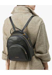Coccinelle - COCCINELLE - Czarny plecak ze skóry Lea. Kolor: czarny. Materiał: skóra