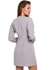 Makover - Elegancka kopertowa sukienka z asymetrycznym dołem. Typ sukienki: kopertowe, asymetryczne. Styl: elegancki. Długość: mini