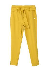 Żółte spodnie TOP SECRET eleganckie, w kolorowe wzory, z podwyższonym stanem, na jesień