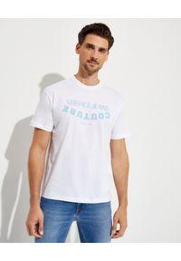 Versace Jeans Couture - VERSACE JEANS COUTURE - Biały t-shirt z niebieskim logo. Kolor: biały. Materiał: bawełna