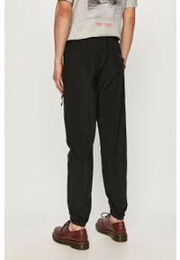 CATerpillar - Caterpillar - Spodnie. Kolor: czarny