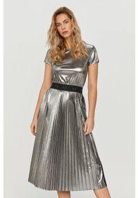 Srebrna sukienka Armani Exchange na co dzień, z krótkim rękawem