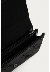 Desigual - Portfel. Kolor: czarny. Materiał: materiał. Wzór: gładki