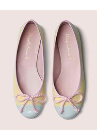 PRETTY BALLERINAS - Żółte baleriny z kokardką Rosario. Nosek buta: okrągły. Kolor: żółty. Materiał: bawełna, jeans, guma. Wzór: aplikacja. Sezon: lato. Styl: elegancki
