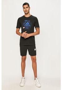 Czarny t-shirt adidas Performance z nadrukiem, na co dzień, casualowy, z okrągłym kołnierzem