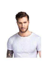 Biały t-shirt Giacomo Conti w kolorowe wzory, elegancki