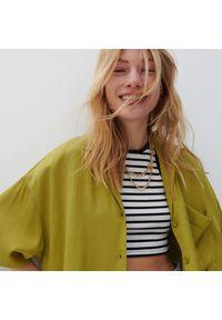 Reserved - Koszula ze strukturalnej tkaniny - Zielony. Kolor: zielony. Materiał: tkanina
