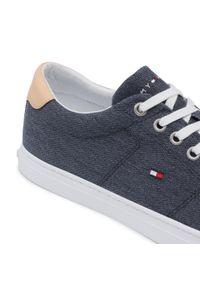 Tenisówki TOMMY HILFIGER - Essential Textile Vulc Sneaker FM0FM03609 Desert Sky DW5. Okazja: na co dzień. Kolor: niebieski. Materiał: materiał. Szerokość cholewki: normalna. Styl: casual