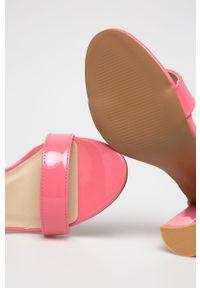 Różowe sandały Glamorous na obcasie, na średnim obcasie, na klamry